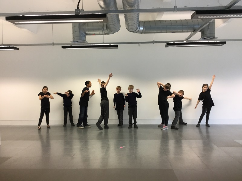 Throwing shapes with Stepping Stones – exploring architecture with dance